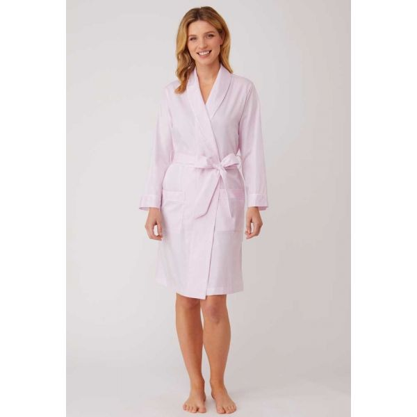 Ladies Short Shawl Collar Jacquard Dressing Gown in Soft Pink by Bonsoir of London