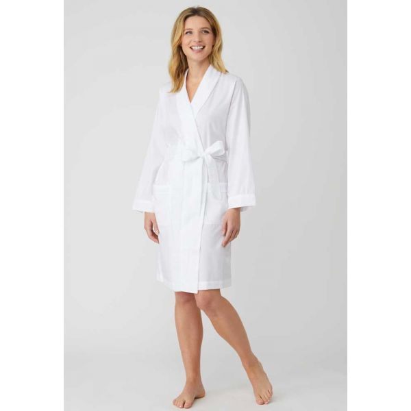 Ladies Short Shawl Collar Jacquard Dressing Gown in Classic White by Bonsoir of London